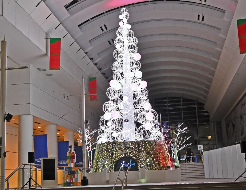 "Queen's Square Yokohama ""Mirai Station Tree"""