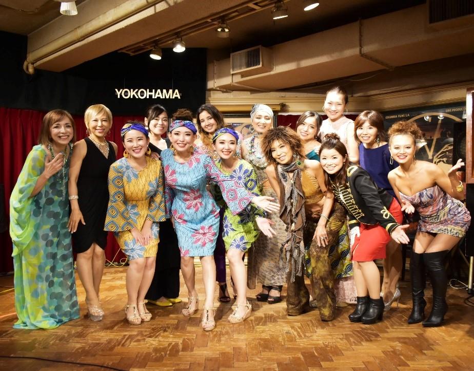 Nous sommes le monde par les 14 chanteuses japonaises «Nous sommes le monde - Sœurs unies à Yokohama» est maintenant disponible sur YouTube!